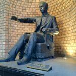 「光世証券」にある、五代友厚さん銅像